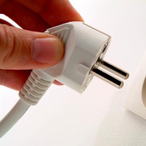 Junija poraba električne energije na letni ravni manjša za 12 %