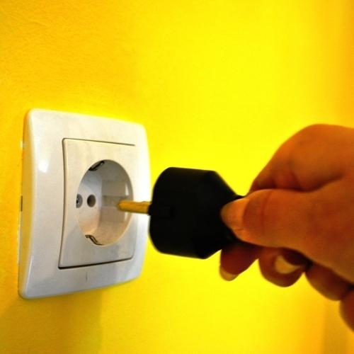 Država položnico za elektriko večini znižala za 10,84 ali 12,64 EUR