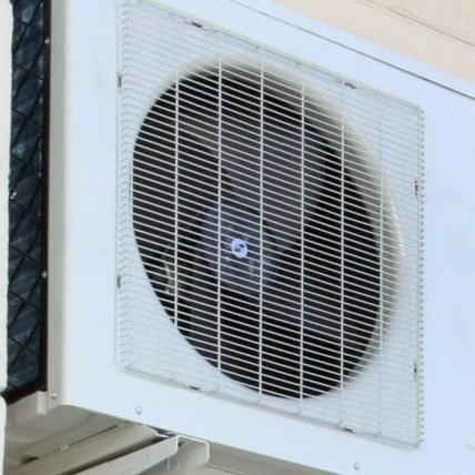 REUS: Slaba tretjina gospodinjstev za hlajenje bivalnih prostorov uporablja klimatske naprave