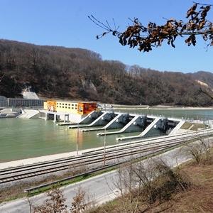 Hidroenergetika bo v prihodnje pod udarom tako hudih suš poleti kot močnih zimskih padavin
