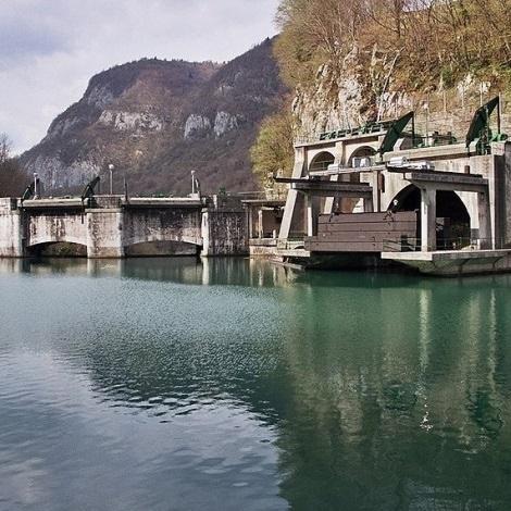 SENG prazni akumulacijsko jezero pri Mostu na Soči