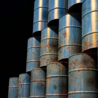 Cena nafte ob znakih krča svetovne ponudbe presegla 80 USD/bbl