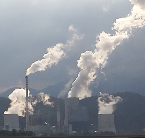 Študija: Do več sto prezgodnjih smrti manj ob izstopu iz premoga leta 2033