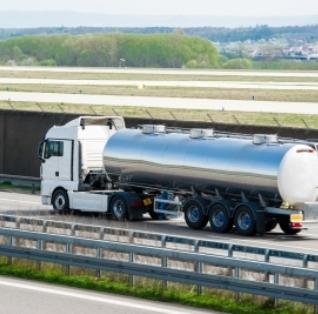 Tovornjaki na plin do petkrat bolj onesnažujejo zrak