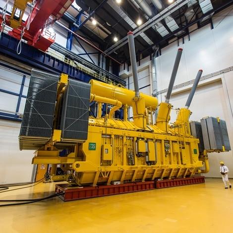 Transformatorji Kolektor Etre za največjo sončno elektrarno v Dubaju