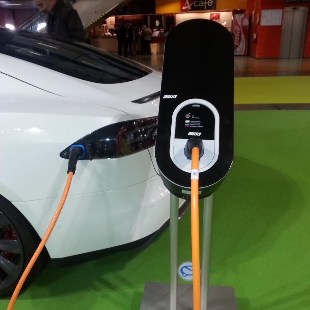 Lastniki električnih vozil si lahko v prihodnje obetajo tudi kakšen zaslužek