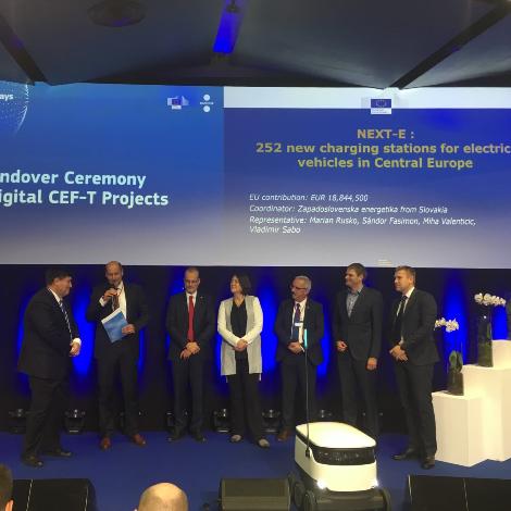 Partnerji projekta NEXT-E in EU podpisali soglasje o postavitvi 252 polnilnic za EV v SVE
