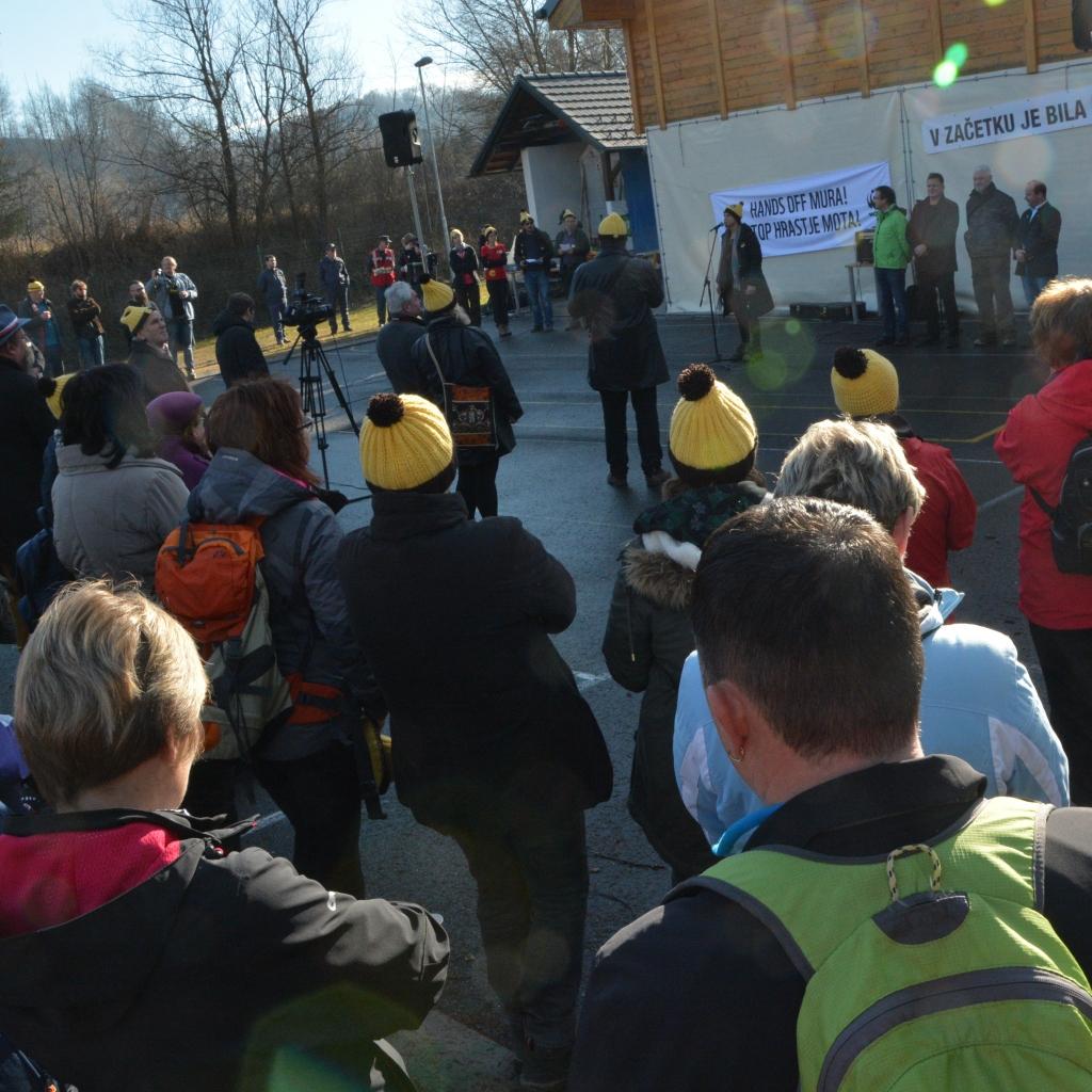 Udeleženci Marša za Muro nasprotujejo izgradnji hidroelektrarn