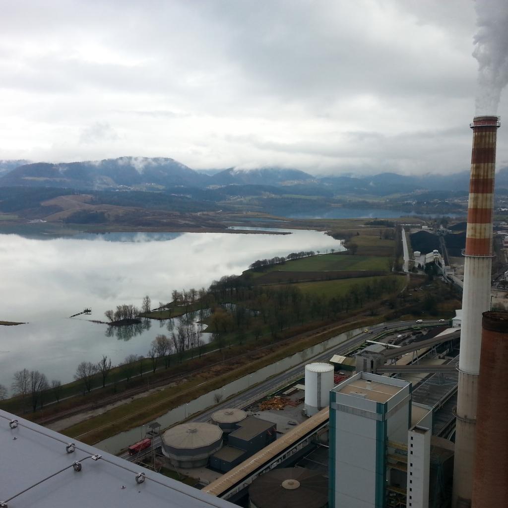 PV: Razpoke v nasipu med velenjskim in šoštanjskim jezerom saniramo; občina zaskrbljena