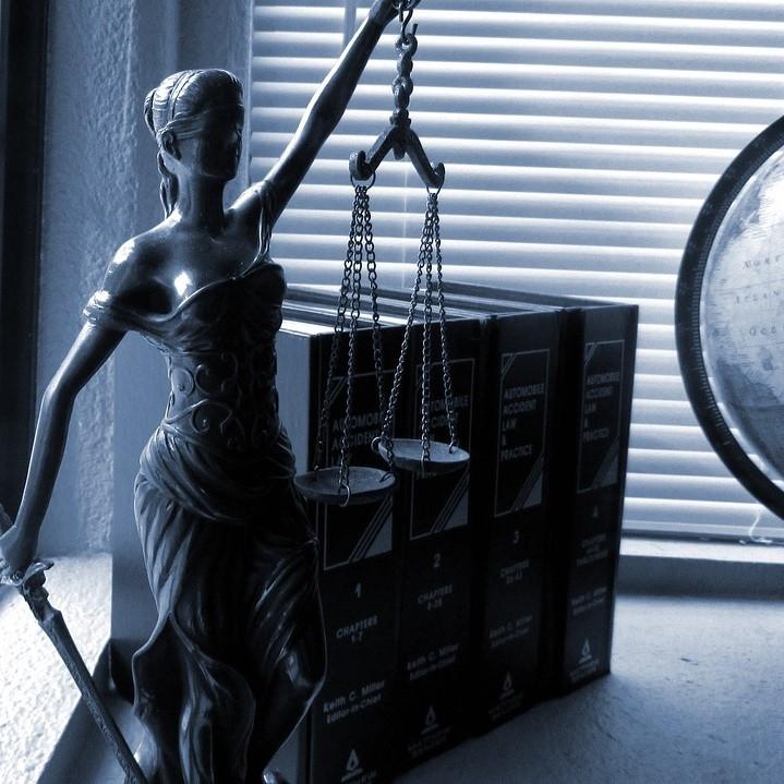 Sodišče Milanu Medvedu dosodilo plačilo odškodnine zaradi spornega posla