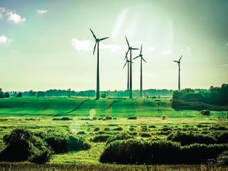Nemška 'Energiewende': Skok v uvozno odvisnost ali priložnost za preobrazbo gospodarstev