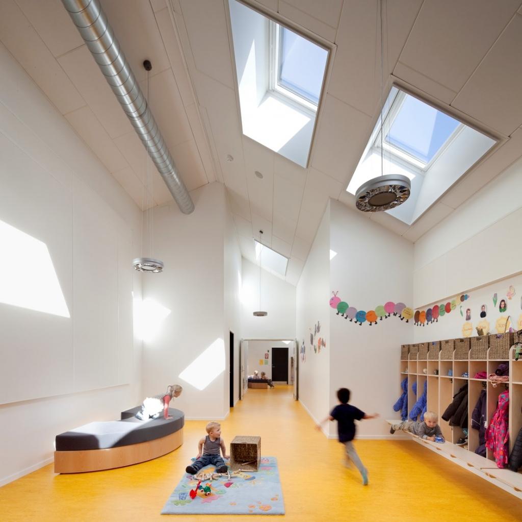 Z naravno svetlobo v stavbah do energetskih prihrankov in večje produktivnosti uporabnikov
