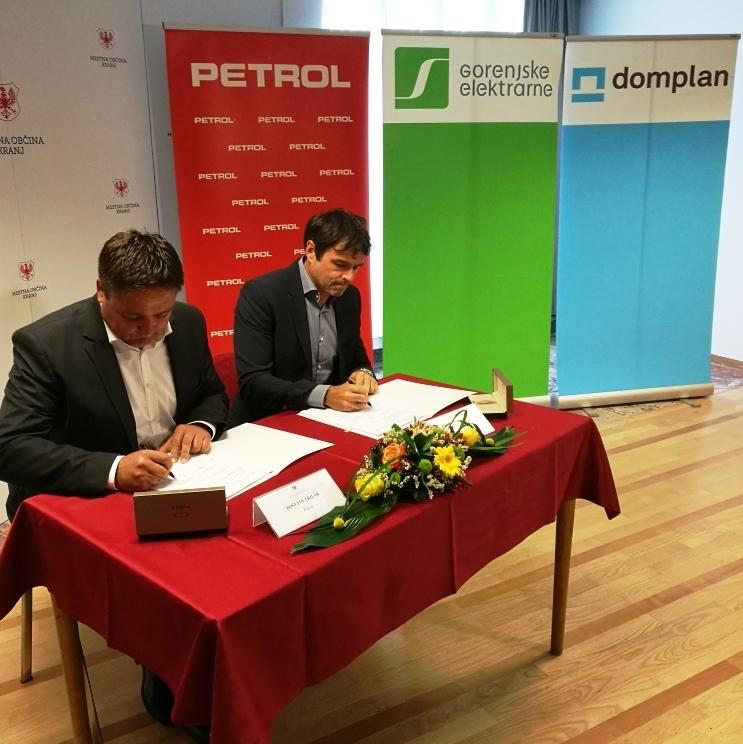 V Kranju podpisali koncesijske pogodbe za energetske sanacije
