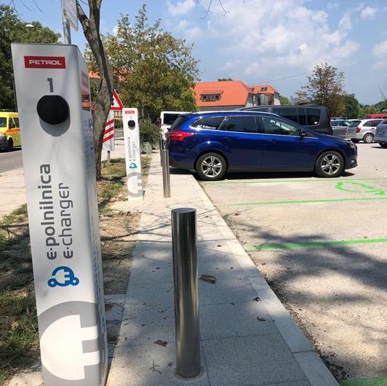 V Celju odprli dve novi polnilnici za električne avtomobile