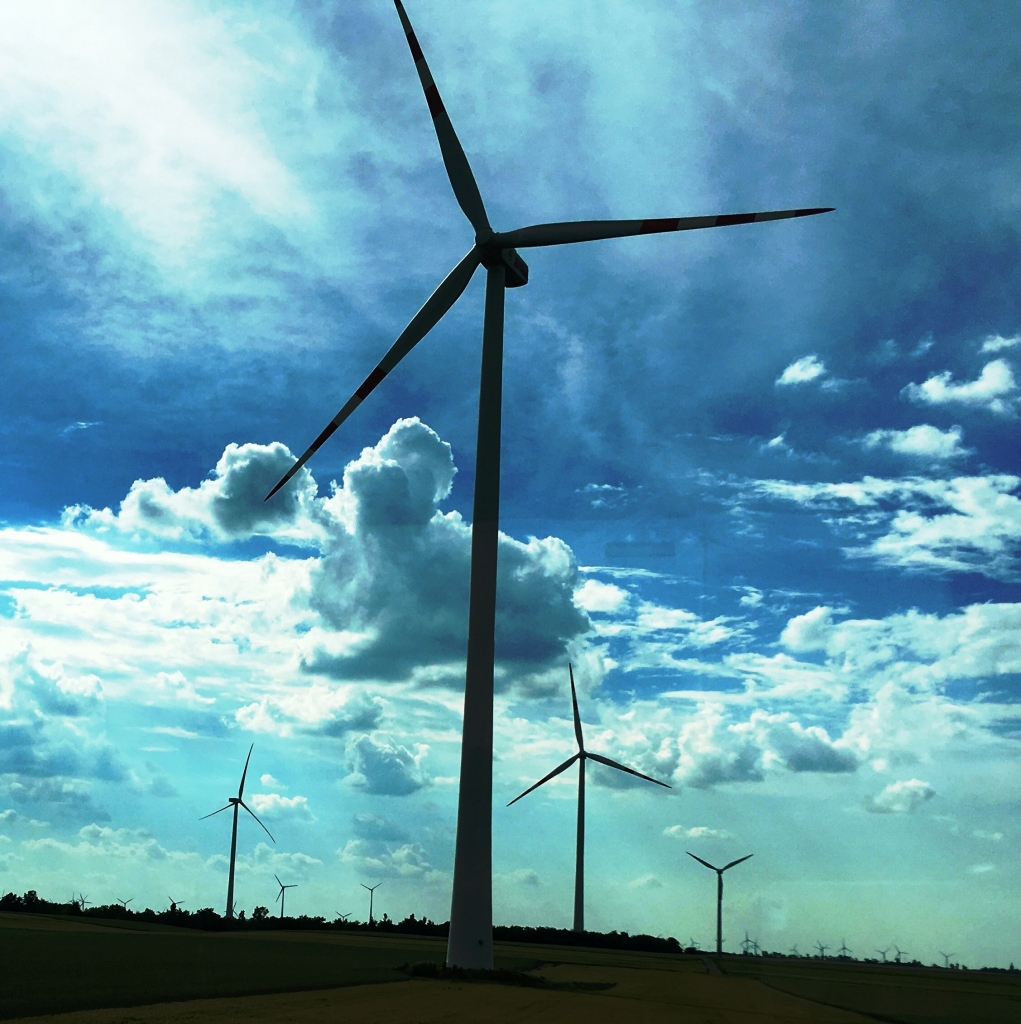 Poleg sončnih in vetrnih elektrarn v DEM načrtujejo tudi hranilnike in izrabo geotermalne energije