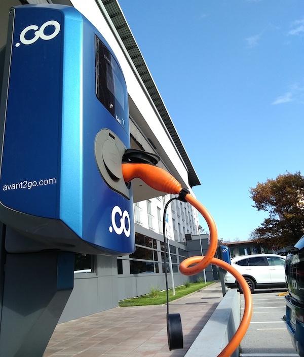 ABB predstavil najhitrejši polnilnik za e-vozila na svetu