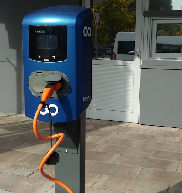 Prenosni operaterji: Upravljanje procesa polnjenja je največji izziv, ki ga povezujemo z električnimi vozili