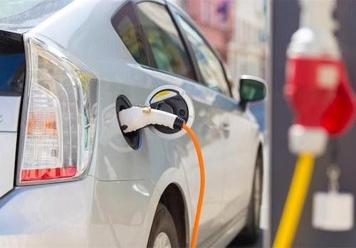 Slovenski električni avto SEV išče vlagatelja