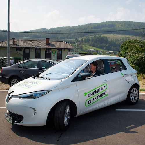 Ministrstvo o davku na motorna vozila: Tudi električna vozila obremenjujejo okolje
