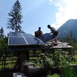 SunContract in SONCE postavila prvo sončno elektrarno otočnega hibridnega sistema