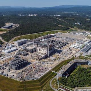 V fuzijski reaktor ITER bodo vgradili trimetrsko prirobnico iz slovenskega jekla