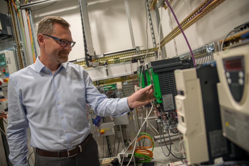 Dr. Petr Hermann, Schneider Electric: Povsem pametna infrastruktura je lahko že danes realnost