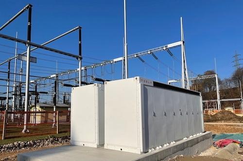 V RTP Okroglo začeli z montažo baterijskih hranilnikov