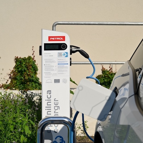 Petrol v začetku 2021 načrtuje postavitev prve ultra-hitre polnilnice v Sloveniji