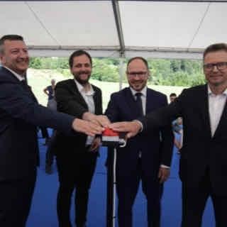 V HSE obeležili simbolni začetek gradnje največje sončne elektrarne v Sloveniji; Vrtovec za odpravo birokratskih ovir
